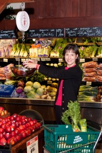 My grocery store tours begin with handy tips on fruits & veggies!