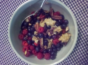 Oatmeal with berries & toasted pecans